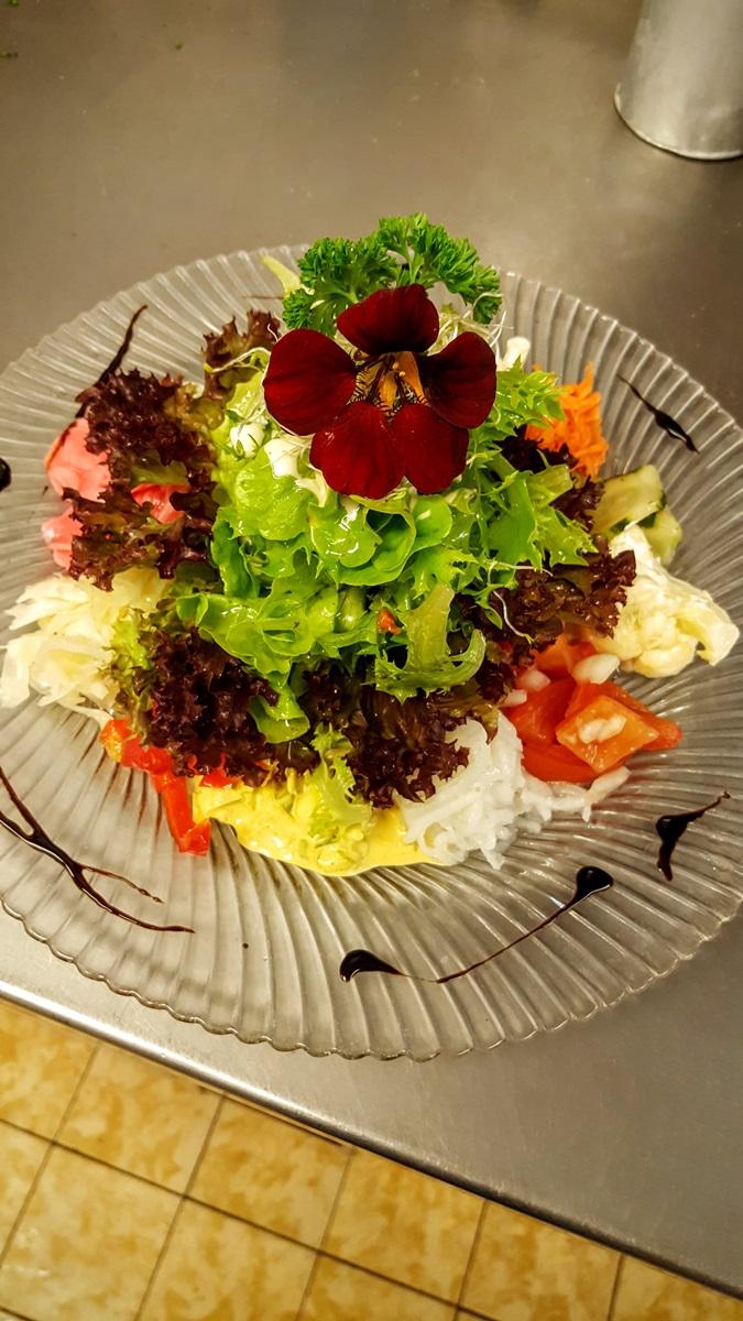 Küche - großer gemischter Salat