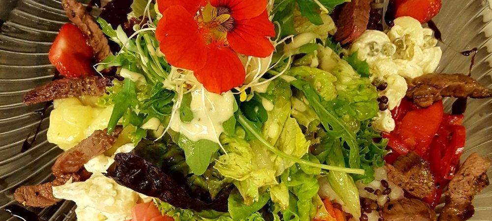 Großer Salat mit Rindfleischstreifen Jägerstüble